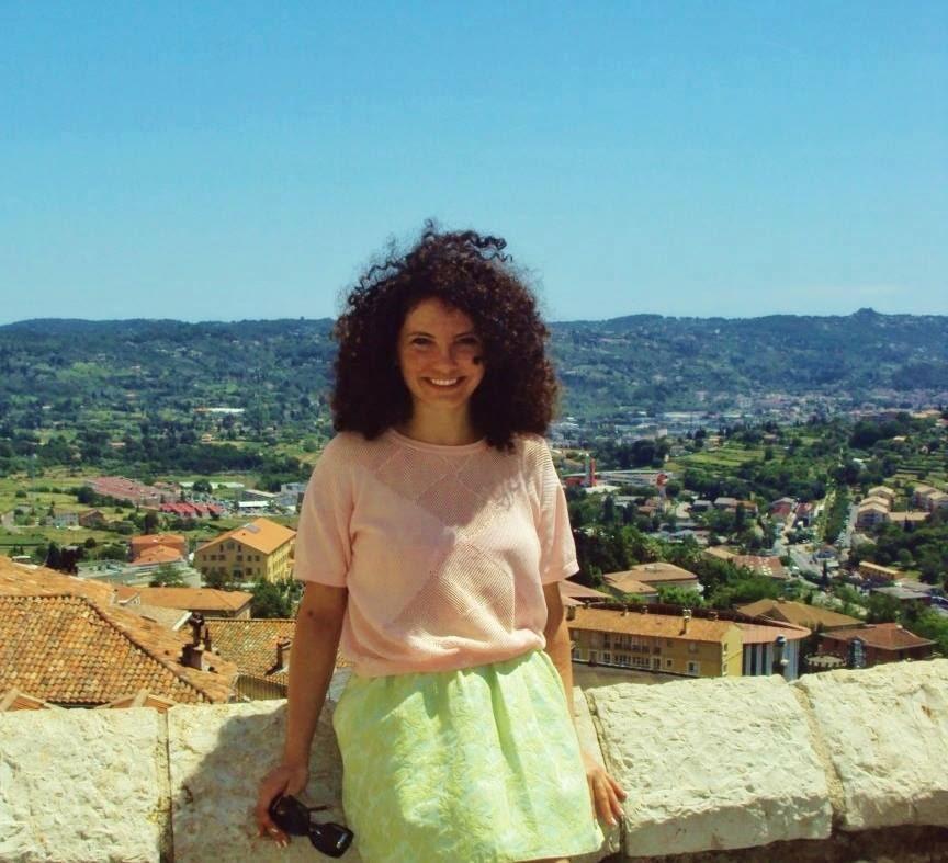 """Interviu cu Mirela Şurghie, blogger partener: """"Îmi plac blogurile personale, în care îl recunosc pe autor"""""""