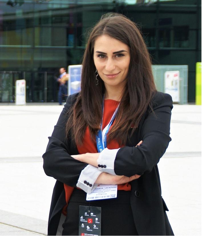 Interviu cu Minerva Lăcătușu. Cum se traduce SuperBlog?